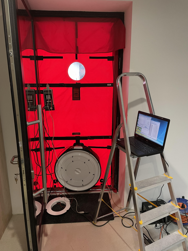 Measurement with the help of one fan